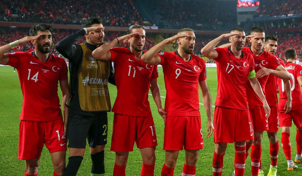 Los-jugadores-deTurquia,-en-el-último-encuentro-ante-Albania-(Getty)