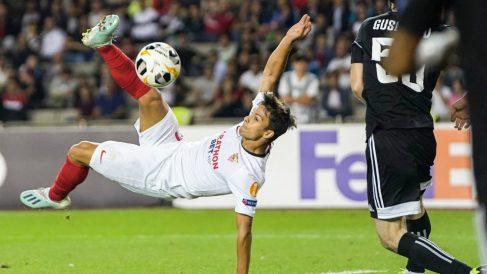 Óliver Torres en un partido con el Sevilla (@Olitorres10)
