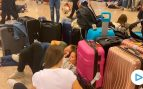 OKDIARIO con los pasajeros 'secuestrados' en el aeropuerto de El Prat: «Es una vergüenza»