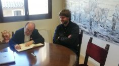 Miquel Iceta con el actual alcalde de Centelles, Josep Paré. (Foto: @miqueliceta)