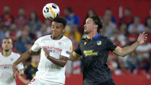 Jules Koundé con el Sevilla en la Europa League (AFP)