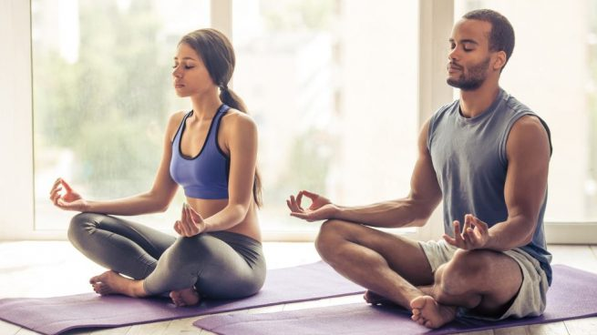 El yoga en pareja