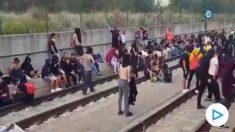 Los CDR cortando la vía del AVE entre Gerona y Figueras.