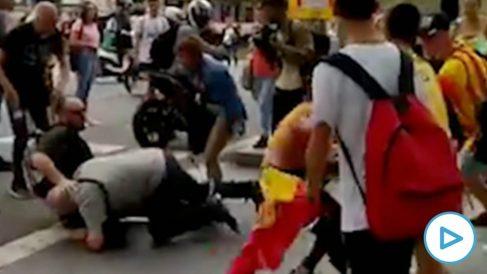 Agresión en Barcelona por llevar una bandera de España.