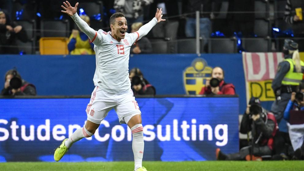 Rodrigo Moreno celebra su gol en el Suecia – España. (AFP)