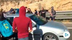 Un coche se salta el corte de los CDR en la A-7 en Tarragona.