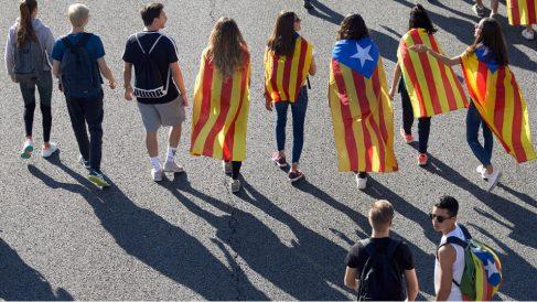 Independentistas en la AP7 en la marcha desde Gerona