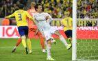 Mikel Oyarzabal se lamenta ante Suecia tras fallar una ocasión (AFP).