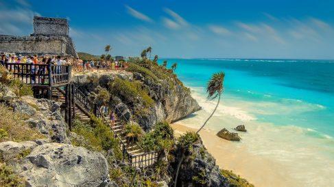 La afluencia de turistas está poniendo en serio riesgo muchos lugares del mundo