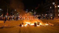 Una de las barricadas que se levantaron anoche en Barcelona (Foto: EP).