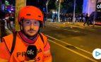 Los CDR lanzan botellas y petardos contra la línea policial en Barcelona
