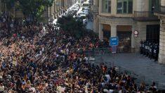 Una escena habitual en esta semana de disturbios en Cataluña