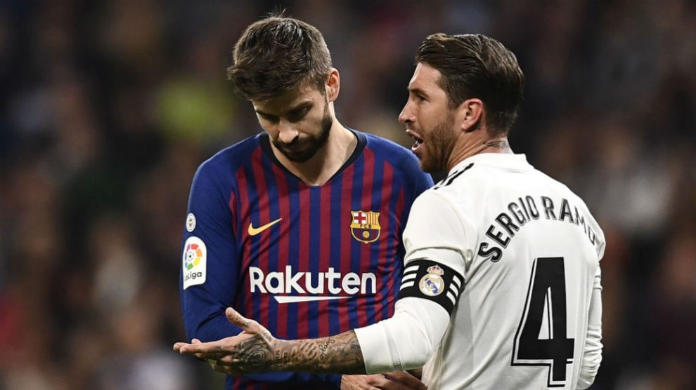Ramos y Piqué, durante un Clásico. (AFP)