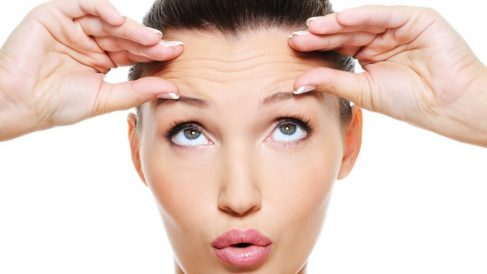 Los ejercicios de yoga facial son perfectos para combatir las arrugas