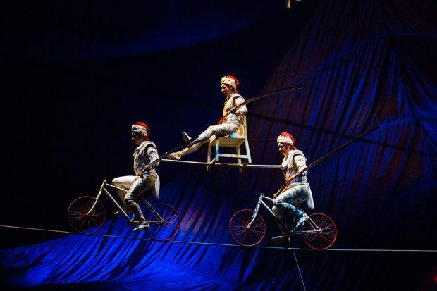 Uno de los apasionantes números acrobáticos del espectáculo 'Kooza' del Circo del Sol.