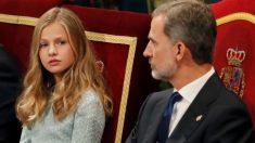 El rey Felipe y la princesa Leonor durante la ceremonia de entrega de los Premios Princesa de Asturias 2019