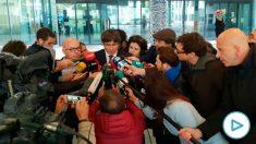 Carles Puigdemont habla con los periodistas a su salida de la Fiscalía belga