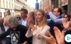 Reciben a Cayetana Álvarez de Toledo entre aplausos y gritos de «valiente»