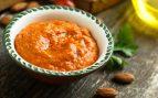 Salsa de pimientos de piquillo con crujiente de jamón