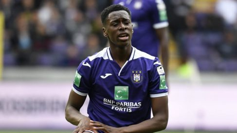 Sambi Lokonga con el Anderlecht (@Rscanderlecht)