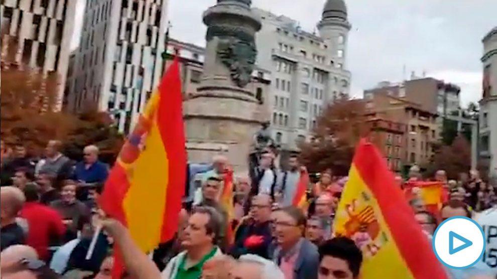 Choque entre manifestantes a favor y en contra de la independencia de Cataluña en Zaragoza
