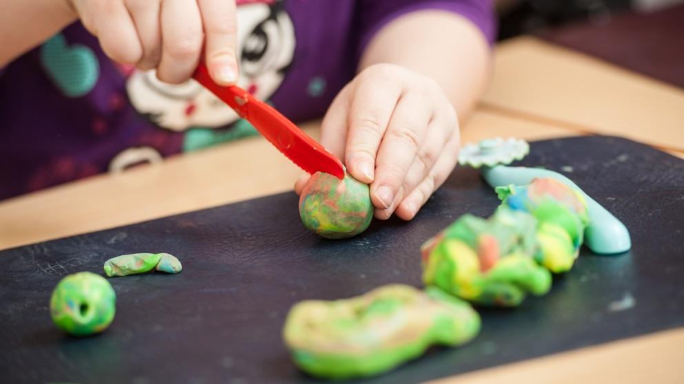 La plastilina ofrece múltiples posibilidades de juego a los más pequeños