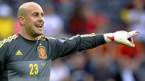 Pepe Reina, durante un partido con la selección. (AFP)