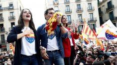 Arrimadas, Rivera y Roldán, durante un acto de la campaña electoral en Barcelona. (Foto: EFE)