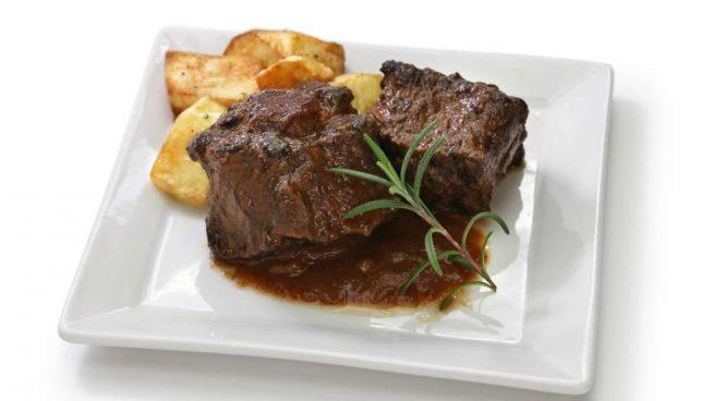Casa y Jardín- -Gastronomia Receta-de-rabo-de-toro-en-salsa-de-setas-655x368