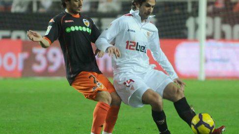 Julien Escudé con David Silva (Sevilla Fútbol Club)