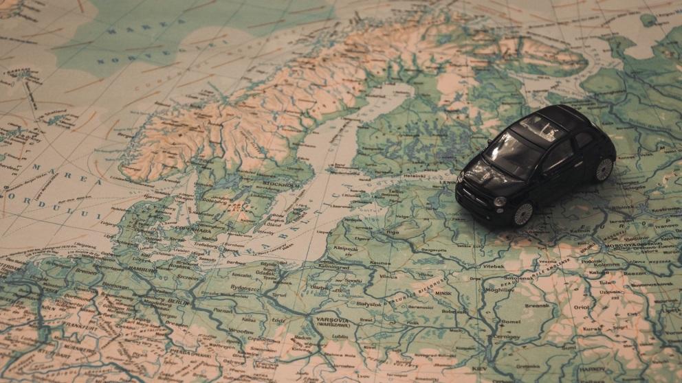 El país más grande del mundo está en Europa. Y también el más pequeño.