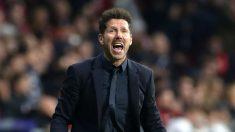 Simeone da instrucciones durante un partido del Atlético. (Getty)