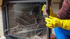 Todos los pasos para limpiar el vidrio de la chimenea