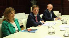 El alcalde junto a la concejal de Hacienda y el de Economía. (Foto. Madrid)