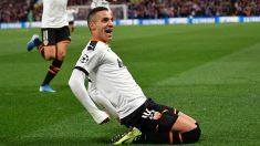 Rodrigo Moreno celebra un gol con el Valencia. (AFP)