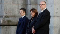 La ministra Delgado y dos altos cargos de Presidencia, durante el traslado de los restos de Franco. (Foto: EFE)