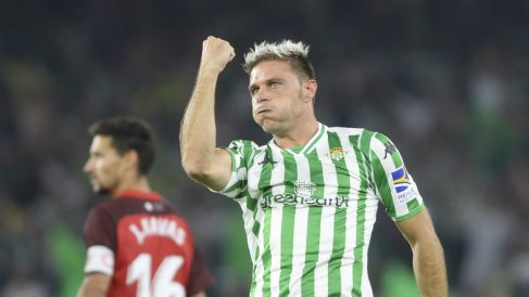 Joaquín y Navas durante un Betis – Sevilla. (AFP)