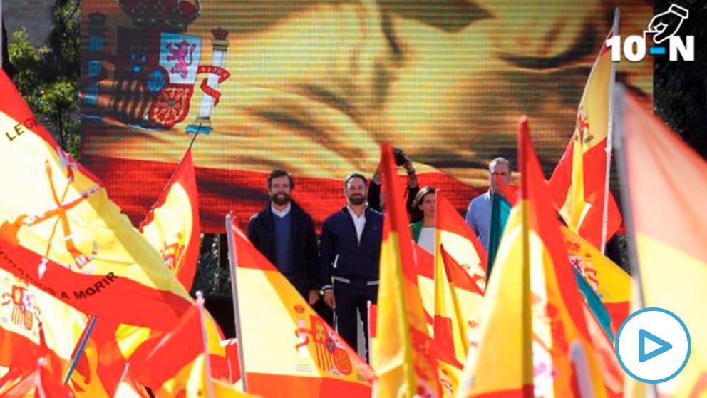 Santiago Abascal y la cúpula de Vox en la Plaza de Colón. (Foto. EFE)