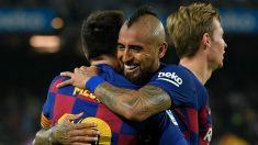 Arturo Vidal y Messi celebran un gol al Valladolid. (AFP)