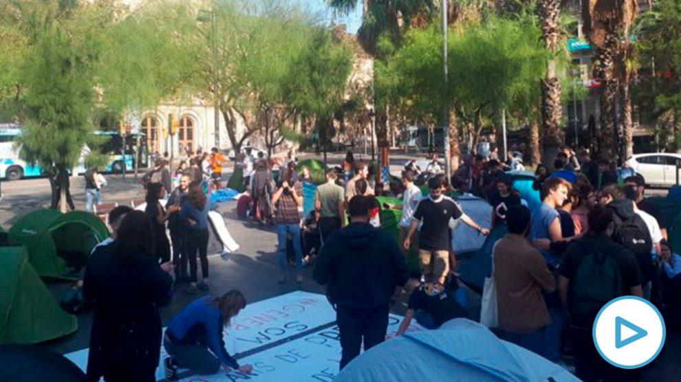 acampaada-plaza-universidad-de-barcelona-independentistas-sentencia-supremo