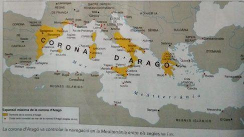 Mapa de un manual de Anaya incluyendo a toda Grecia y Córcega en la Corona de Aragón.