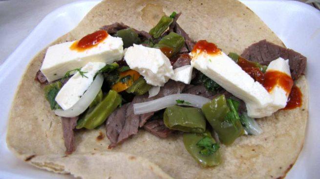 Casa y Jardín- -Gastronomia Receta-de-cecina-queso-de-cabra-y-tomate-confitado-655x368