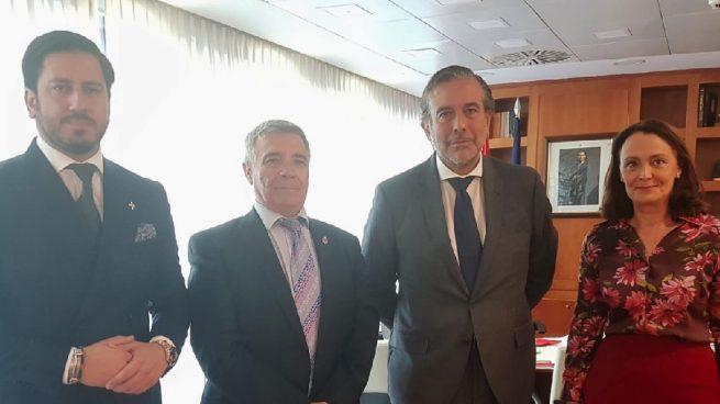 Reunión del consejero de Justicia, Enrique López, con la asociación de víctimas del terrorismo de Cataluña. (Foto. Comunidad)