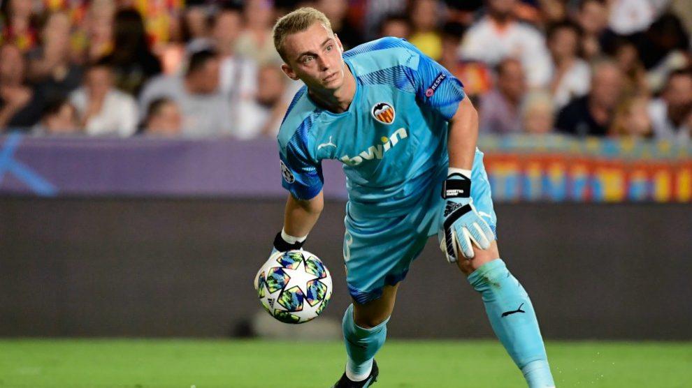Jasper Cillessen, durante un partido con el Valencia. (AFP)