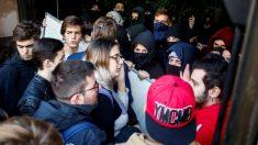Un grupo de separatistas encapuchados impiden el acceso a la Pompeu Fabra