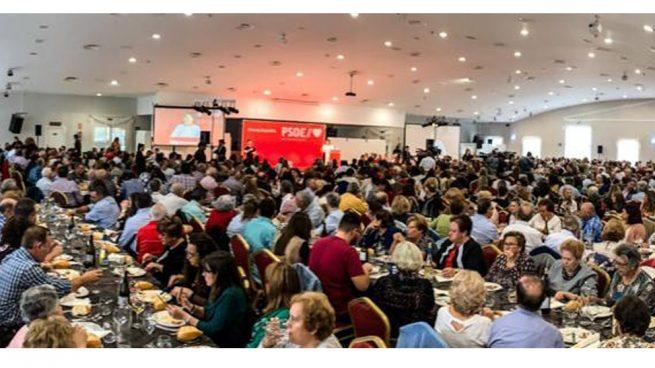Así llena el PSOE sus actos electorales en Extremadura: invitando a comer a la tercera edad