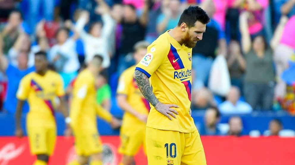Leo Messi, cabizbajo durante el Levante – Barcelona. (AFP)