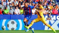 Luis Suárez durante el Levante – Barcelona. (AFP)