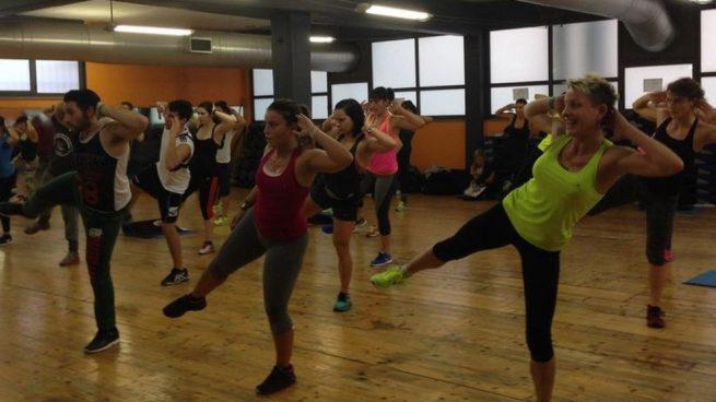 Cuando se realizan clases de gimnasio colectivas uno se lo suele pasar bien además de hacer un esfuerzo deportivo.