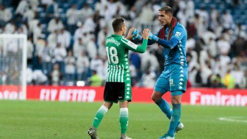 Joel Robles y Andrés Guardado en el Santiago Bernabéu (@Joelroblesb)